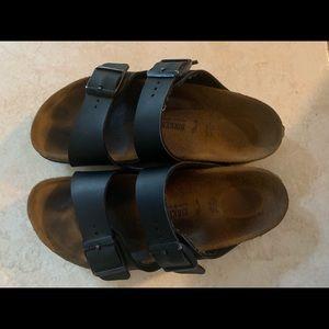 Size 34 black Arizona Birkenstock's